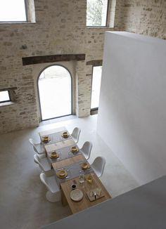 300 Years Old Italian Farm With Minimalist Interiors |