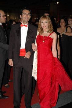 She: Tadashi Shoji dress of red silk with tail. On the shoulder: vintage silk Chinese hand embroidery  shawl. The graduate is black tie attire and red waist band. Place: Hall where there was the graduation Gala Ball of the Law School of the University of Sao Paulo;
