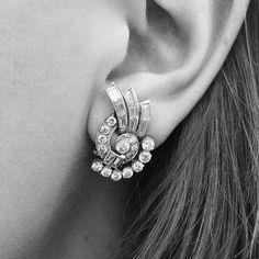 Art Deco diamond and platinum earrings Platinum Earrings, Diamond Earrings, Antique Jewellery, Vintage Jewelry, Baguette Diamond Wedding Band, 1920s Art Deco, Art Deco Diamond, Ring Finger, Jewerly