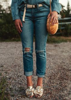 Oyster Boyster - SophieShoeLover J Crew Jeans, J Mclaughlin, Blue Tops, Oysters, Capri Pants, Lifestyle, Denim, Luxury, Shirts