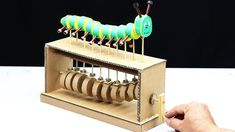 Amazing DIY Cardboard Caterpillar Automata Toy - Y ouTube Cool Paper Crafts, Cardboard Box Crafts, Cardboard Crafts, Diy And Crafts, Cardboard Playhouse, Cardboard Furniture, Stem Projects, Projects For Kids, Diy For Kids