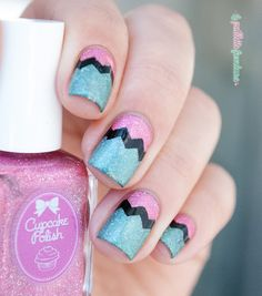 Cupcake polish exclusive duo for Color4nails - green and pink holo chevron nail art - http://lapaillettefrondeuse.blogspot.be/2015/08/cupcake-polish-exclusive-duo-for_11.html