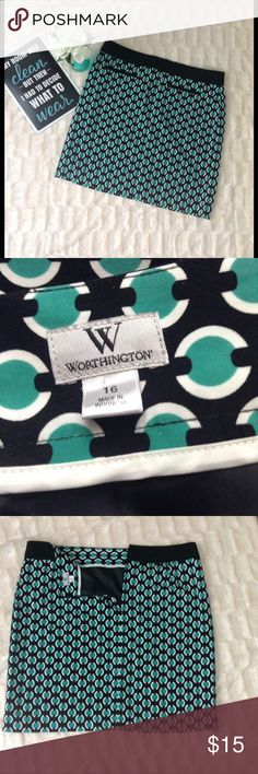 """Worthington printed pencil skirt size 16 Printed pencil skirt size 16, blue white and turquoise, length 21"""" waist 19"""". Pre owned excellent used condition Worthington Skirts Pencil"""