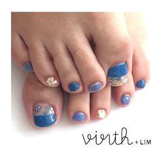 flowers × blue ○  担当:桑原  @rika_mi  お花とホログラムの部分だけマットコーティングです☆  #virth#lim#nail #ショートネイル#ネイル #フットネイル#footnail #クワハラ