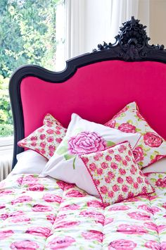 I love that headboard. Collection Inspired by the Garden Flowers ♥ 79 Ideas Hot pink & black wooden headboard & pillows Pink Headboard, Pink Bedding, Headboards, Headboard Ideas, Floral Bedding, Bedroom Colors, Bedroom Decor, Floral Bedroom, White Bedroom