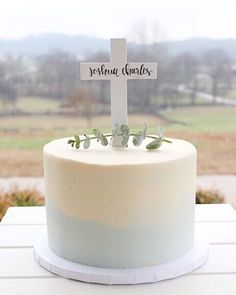 143 Likes, 4 Comments - Lizzie Davis Boys First Communion Cakes, Boy Communion Cake, First Communion Party, Baptism Party, Baptism Ideas, Simple Baptism Cake, Cake Paris, Christening Cake Boy, Confirmation Cakes