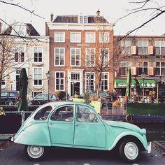 Pretty prop for todays photoshoot!  #deuxchevaux #mint #vintage #oldtimer #igersholland #thehague #denhaag #070 #architecture #littlesmilemakers