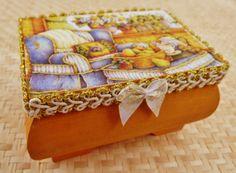 Edles Holzkästchen mit gemütlicher Stube Holzbox von Schmucktruhe, €18.50