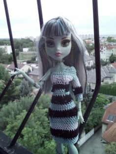Frankie Stein Crochet Monster High, Monster High Dolls, Crochet Dresses, Crochet Clothes, Rochelle Goyle, Barbie Dolls, Beautiful Outfits, Doll Clothes, How To Wear