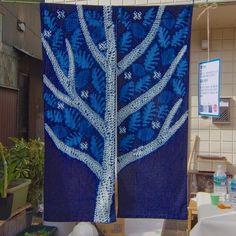 藍の花 Indigo Flower(2016年, 居酒屋 茶屋, 藍染め) 灰汁発酵建てによる藍の絞り染め。藍の深く澄んだ色と白が美しく映える布を作りたいと思っています。 クッキー Cookies(2015年, ハドソン…