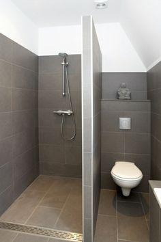 Dusche in 2020 Small Shower Room, Small Toilet Room, Small Bathroom Layout, Modern Bathroom, Bathroom Floor Plans, Tiny Bathrooms, Bathroom Design Luxury, Bathroom Inspiration, Anna Davis