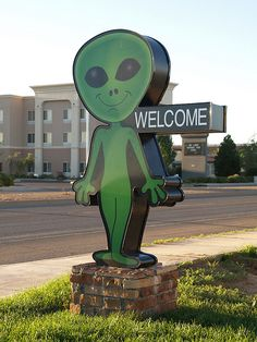Roswell,New Mexico small old Historic NM town 2010 Buildings Roads Signs Distress Homes aliens art UFO