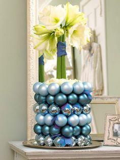bloempot van kerstballen, erg leuk!