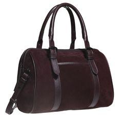 Praktická dámska kabelka v obľúbenom Bowling strihu. Dizajn v semišovej úprave sa skvele hodí k ležérnym outfitom. Model, ktory sa skvele hodí na sezónu jeseň-zima.