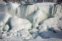 Niesamowity widok. Niagara skuta lodem