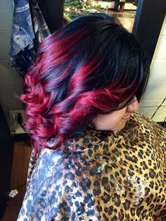 Black to red short hair ombre.