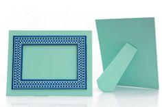 Porta-retrato ecológico    Para foto 10x15cm em papelão 100% reciclado revestido de papel colorido.    http://www.revendaamaterra.com.br/loja/espaco-ngmarketplace