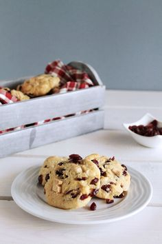 The one with all the tastes   Μπισκότα με καρύδα, cranberries και λευκή σοκολάτα White Chocolate Cranberry Cookies, Cranberries, The One, Cereal, Food And Drink, Coconut, Cooking, Breakfast, Desserts