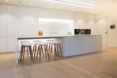 White kitchen remodel on a budget tips 15 Ideas Farmhouse Style Kitchen, Modern Farmhouse Kitchens, Home Decor Kitchen, Kitchen Furniture, Kitchen Interior, New Kitchen, Home Kitchens, Awesome Kitchen, Beautiful Kitchen