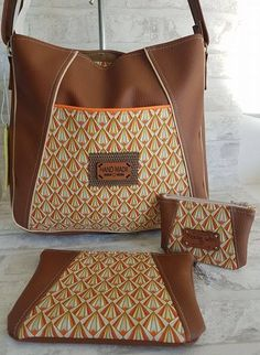 Handbag set with shoulder strap and matching duo pouch, in faux leather. Clutch Bag, Crossbody Bag, Tote Bag, Diy Sac Pochette, Diy Bags Purses, Leather Working, Fashion Handbags, Sewing Tutorials, Bag Making