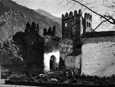Xauen La fortaleza de la ciudad de  Chauen, Xauen o Chefchauen شفشاون/الشاون, Shafshāwan  de aspecto tan severo, encierra en sus viejas piedras de tiempos pasados – piedras de canciones de...