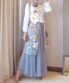 Hijab Dress Party, Party Dress Outfits, Muslim Fashion, Hijab Fashion, Fashion Dresses, Dress Brokat, Simple Bridesmaid Dresses, Batik Fashion, Sr1