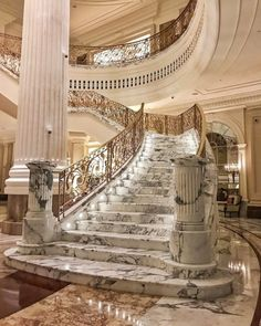 35 Grand Staircase Inspiration - Space for staircase is decided based on the whole size of the house. Yes, tiling the staircase is a remarkable method to give them a great appearance. by Joey Luxury Staircase, Grand Staircase, Staircase Design, Marble Staircase, Modern Staircase, Dream Mansion, Mansion Interior, Luxury Homes Dream Houses, Dream Home Design