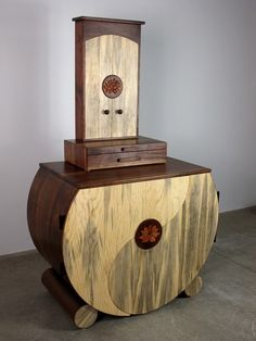 Yin Yang Cabinet and Butsudan by Sierra Woodcraft Meditation Altar, Buddhist Practices, Table Legs, Feng Shui, Wood Crafts, Art Deco, Woodworking, Leather Chairs, Wood Ideas