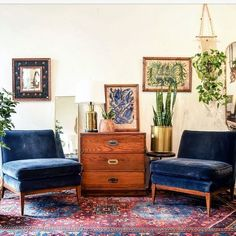 Take a look at these mid-century furniture ideas! We& sure you are going t. Take a look at these mid-century furniture ideas! We& sure you are going to love it! Home Decor Bedroom, Living Room Decor, Living Spaces, Design Bedroom, Bedroom Ideas, Living Room With Chairs, Boho Chic Living Room, Decor Room, Bedroom Colors