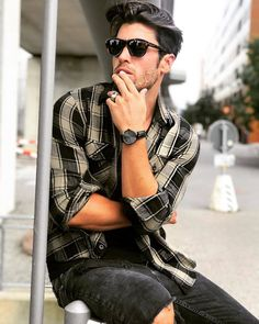 The Saint-Rémy All Black is the perfect accessoire for any outfit! Automatic Watches For Men, All Black, Hipster, Pictures, Stuff To Buy, Outfits, Collection, Fashion, Accessories
