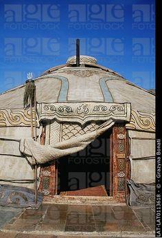 Una yurta es una estructura portátil y plegable que es utilizada por los nómadas en las estepas de Asia Central.  La yurta consiste en una circular carryin marco de madera ...