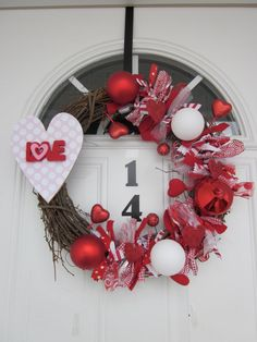 Another awesome wreath idea!