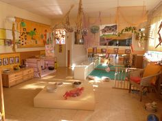 Great inspiration for my someday nursery school parent-child room. Daycare Spaces, Childcare Rooms, Home Daycare, Childcare Environments, Learning Environments, Play Spaces, Learning Spaces, Infant Toddler Classroom, Reggio Emilia Classroom
