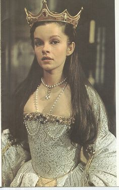 Anne Boleyn coronation costume in Anne of a Thousand Days