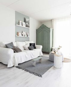 A house in Breda (Netherlands) with a contemporary decor with flea market furniture - New Deko Sites Modern Scandinavian Interior, Turbulence Deco, Dutch House, Gravity Home, Multifunctional Furniture, Deco Design, Minimalist Living, Dream Decor, Home Staging