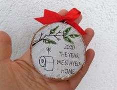 Christmas Ornament Crafts, Diy Christmas Gifts, Christmas Projects, Holiday Crafts, Christmas Holidays, Merry Christmas, Christmas Wood, Homemade Christmas Tree Decorations, Handpainted Christmas Ornaments