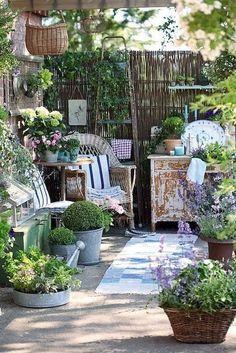 Shabby Chic Terrasse, Shabby Chic Veranda, Shabby Chic Patio, Outdoor Rooms, Outdoor Gardens, Outdoor Living, Rustic Outdoor, Outdoor Decor, Outdoor Seating