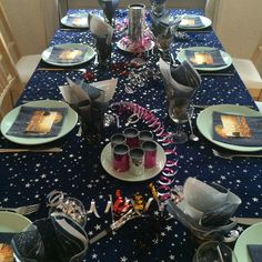 Inspiration til nytårsbord Gerbera, Origami, Diys, Table Settings, Thanksgiving, Snacks, Table Decorations, Inspiration, Home Decor