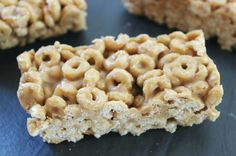 Easy Peanut Butter Cheerio Bars -substitute maple syrup for honey Peanut Butter Cheerio Bars, Peanut Butter Recipes, Baby Food Recipes, Snack Recipes, Cooking Recipes, Kid Recipes, Recipies, Cheerios Recipes, Easy Snacks