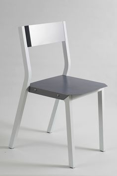 Flexi chair by Ariel Anisfeld