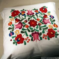 Hungarian embroidery from Kalocsa