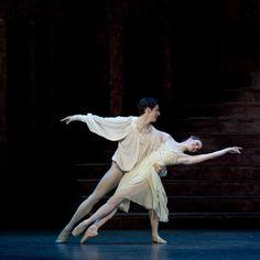 Royal Ballet's Lauren Cuthbertson & Federico Bonelli in 'Romeo & Juliet'. Photo: Bill Cooper, courtesy ROH