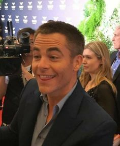 Chris Pine tongue, Shanghai