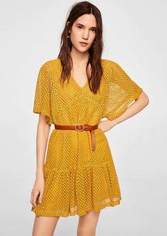 Vestido com pormenores abertos (mostarda): MANGO (29,99€)