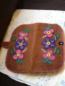 Native Beading Patterns, Bead Patterns, Seed Bead Earrings, Seed Beads, Beaded Moccasins, Beaded Purses, Beading Ideas, Native Art, Barrette