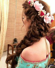 63 ideas bridal headpiece updo hairdos for 2019 Mehndi Hairstyles, Ponytail Hairstyles, Bride Hairstyles, Trendy Hairstyles, Party Hairstyles For Long Hair, Bridal Hairstyle Indian Wedding, Wedding Curls, Indian Bridal Hairstyles, Wedding Hairdos