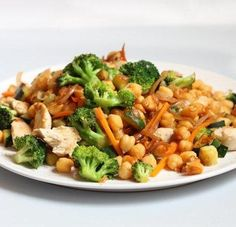 Salteado de garbanzos con pollo y verduras. Receta