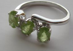Peridot and shine for sexy fingers