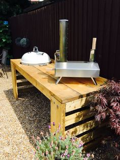 Custom built scaffold board bbq table for the uuni and Weber. Table Top Bbq, Grill Table, Diy Table Top, Diy Outdoor Kitchen, Outdoor Kitchens, Small Bbq, Bbq Stand, Brick Bbq, Weber Bbq