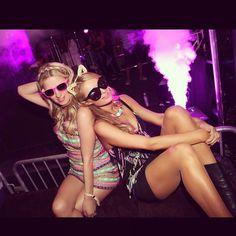 @ParisHilton & @hilton0187 #NeonSisters ⚡️⚡️⚡️⚡️ #Beauty #Chella #Chella15 #Coachella #Coachella2015 #NeonCarnival #NickyHilton #ParisHilton